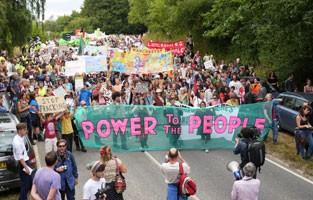 /imgs/fracking_march_balcombe_frack_off.jpg