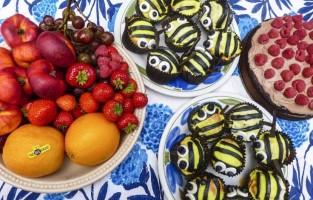 Bee cake fundraising