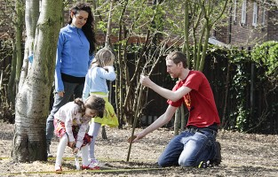 Tim Gee working on a bee world with London community