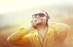 man_listening_to_music.jpg
